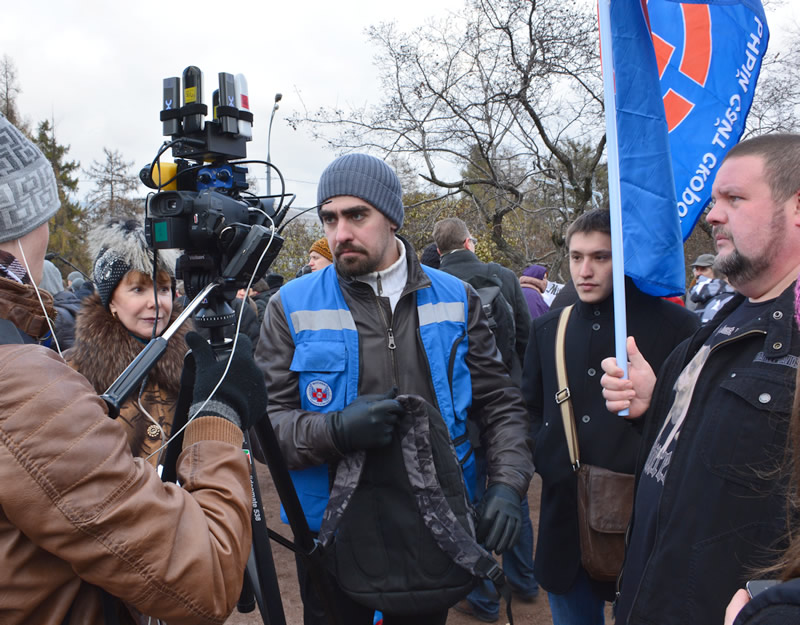 Зам. председателя профсоюза по связям с общественностью дает интервью