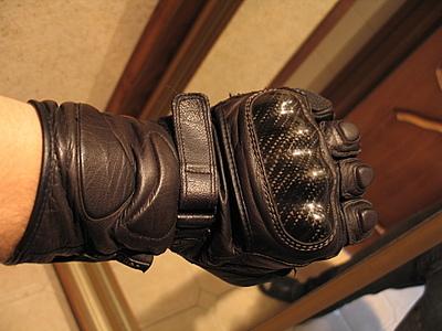 мотоциклетная перчатка