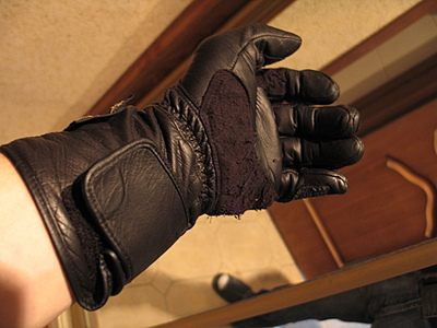 тыльная сторона мотоциклетной перчатки