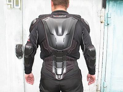 полная схема защиты куртки мотоциклиста - вид сзади